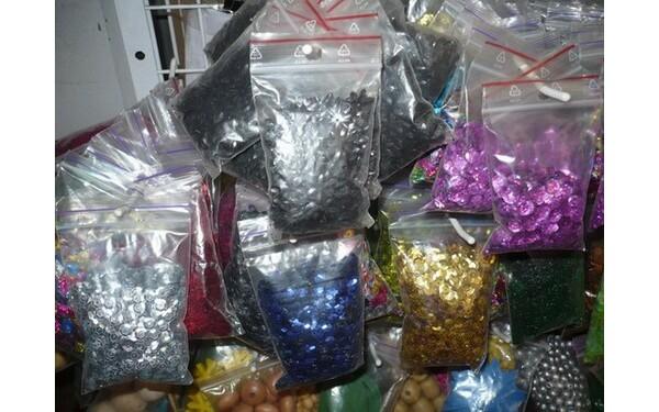 Паетки - бисер паетки для вышивки паетками Купить швейную фурнитуру Паетки (блестки) для вышивки узоров и картин.